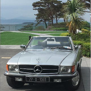 Mercedes 350SL Classic Car Weekend Experience image