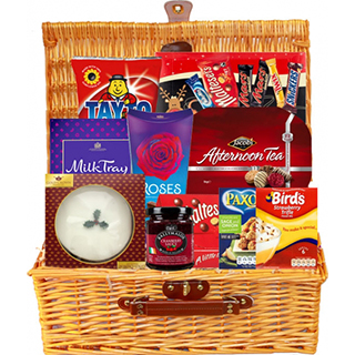Irish Santa Gift Selection (FREE Delivery to USA) image