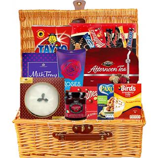 Irish Santa Gift Selection (FREE Delivery to USA) image