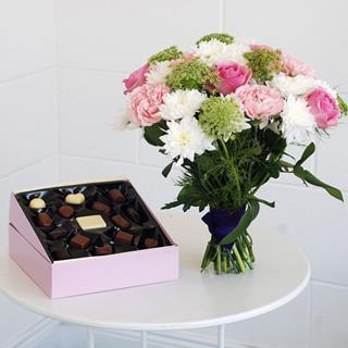 Pretty Bouquet & Chocolates Gift image