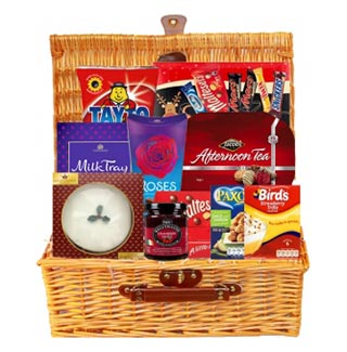 Santas Selection Xmas Hamper (FREE Delivery USA) image