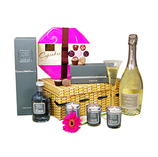 Candle and Prosecco Gift Hamper image