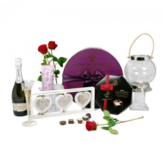 Love is all around Hamper image