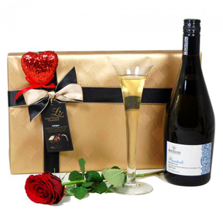 Chocolate and Fizz Hamper image