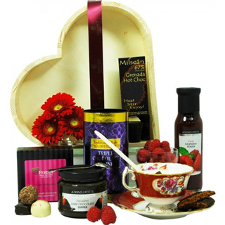 Heart Tray Christmas Hamper image