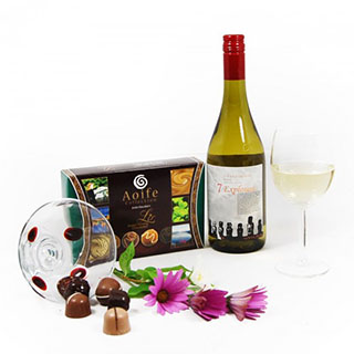 Simply Bliss Wine Hamper image