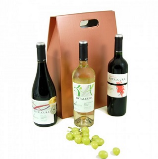 Trio of Chilean Botalcura Wine Hamper image