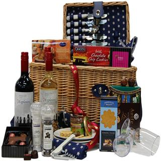 Traditional Filled Picnic Basket – 4 Person image