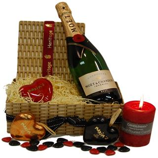 Moet & Hearts Christmas Hamper image