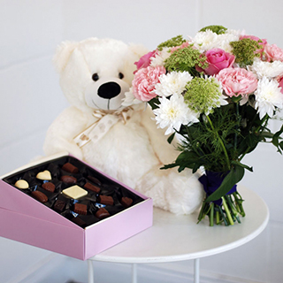 Pretty Bouquet, Teddy & Chocolates image